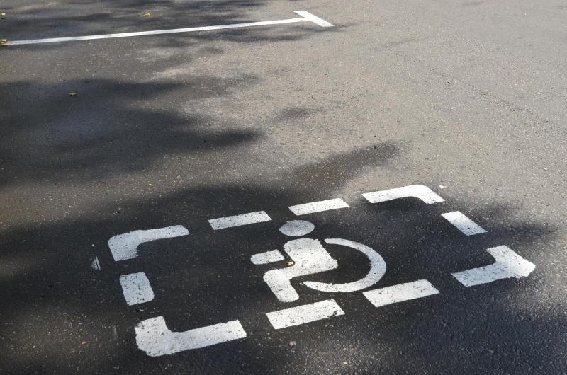 Парковочное место для маломобильных групп населения создали в поселении Сосенское