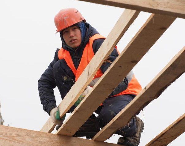 Крышу жилого дома обустроили в Новофедоровском