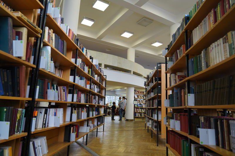 Книжную выставку «К добру и свету» откроют в библиотеке Мосрентгена