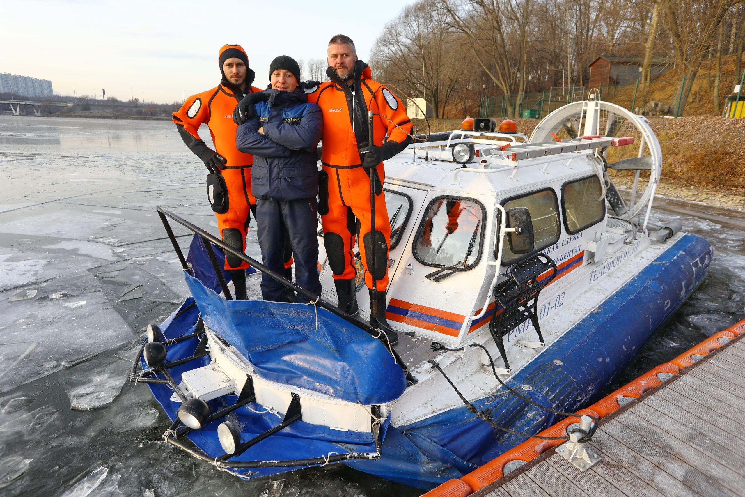 Московские спасатели предупреждают об опасности выхода на неокрепший лед
