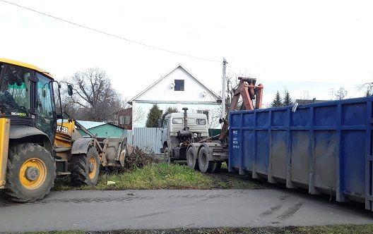 Специалисты убрали ветровальное дерево в Рязановском