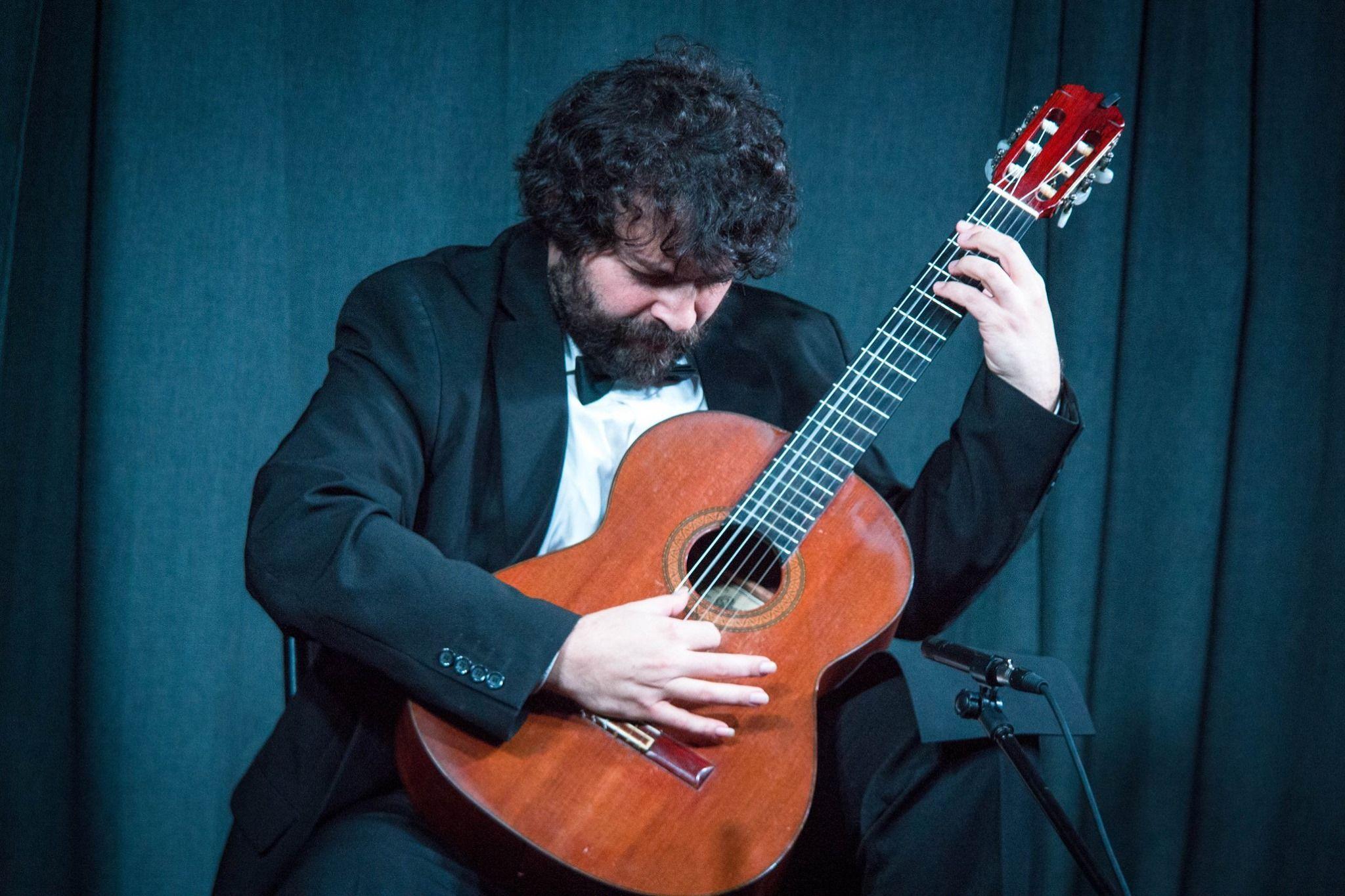 Теория струн души человеческой: концерт гитарной музыки провели в Троицке