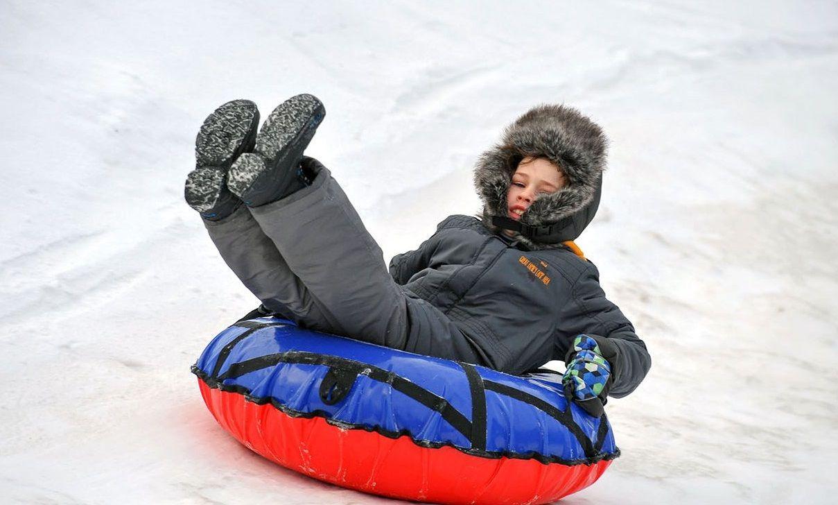 Ледяную горку залили в Десеновском
