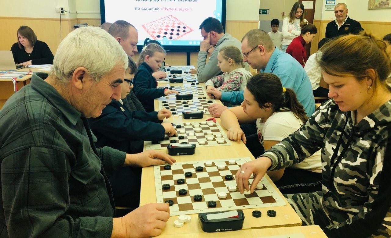 Семейный турнир по шашкам состоялся в Марушкинском