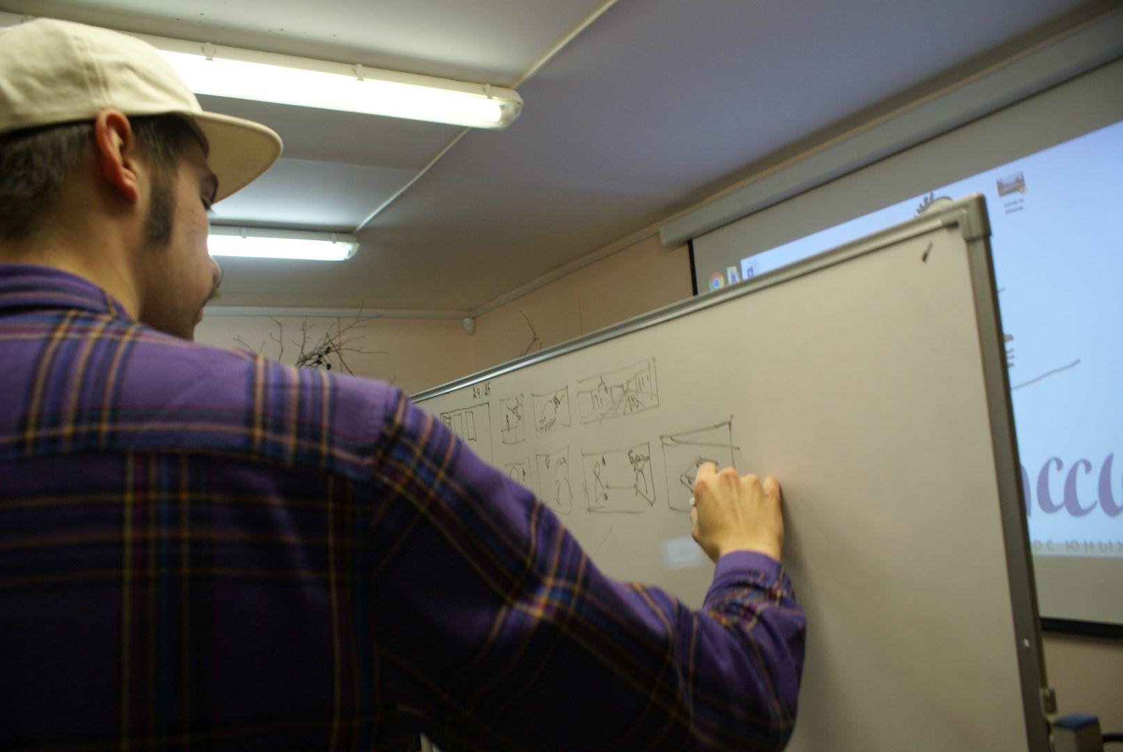 Иван учит азам раскадровки. Фото: Анастасия Давыдова
