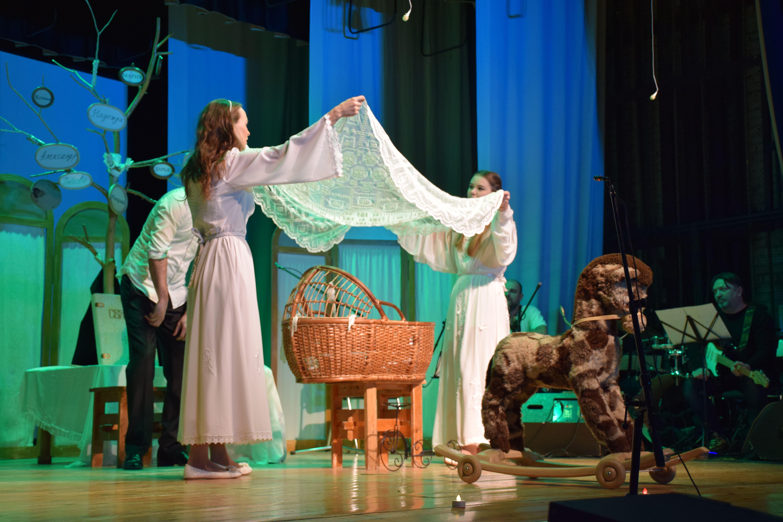 Спектакль об отцовстве и материнстве показали  в Доме культуры «Первомайское»