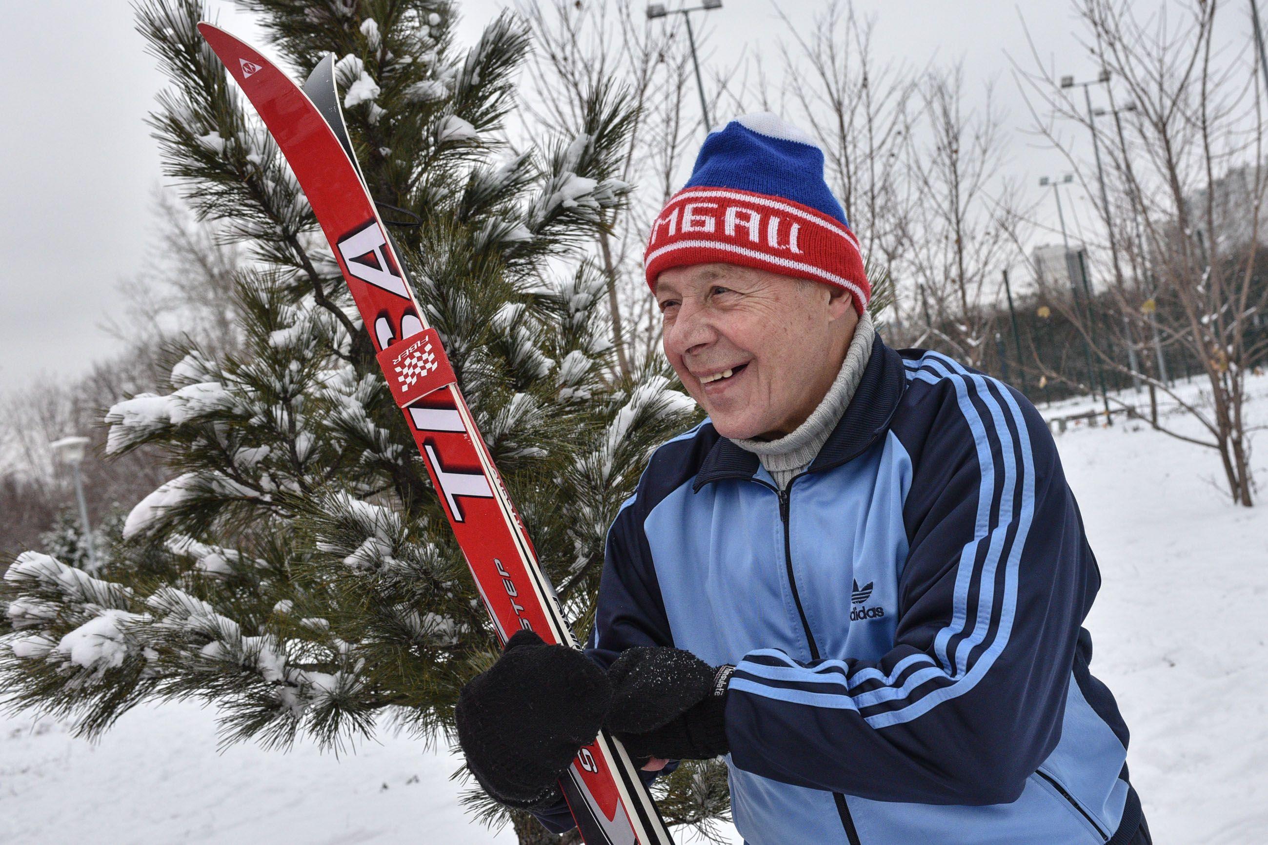 Участники «Московского долголетия» получили карту лыжных трасс и катков