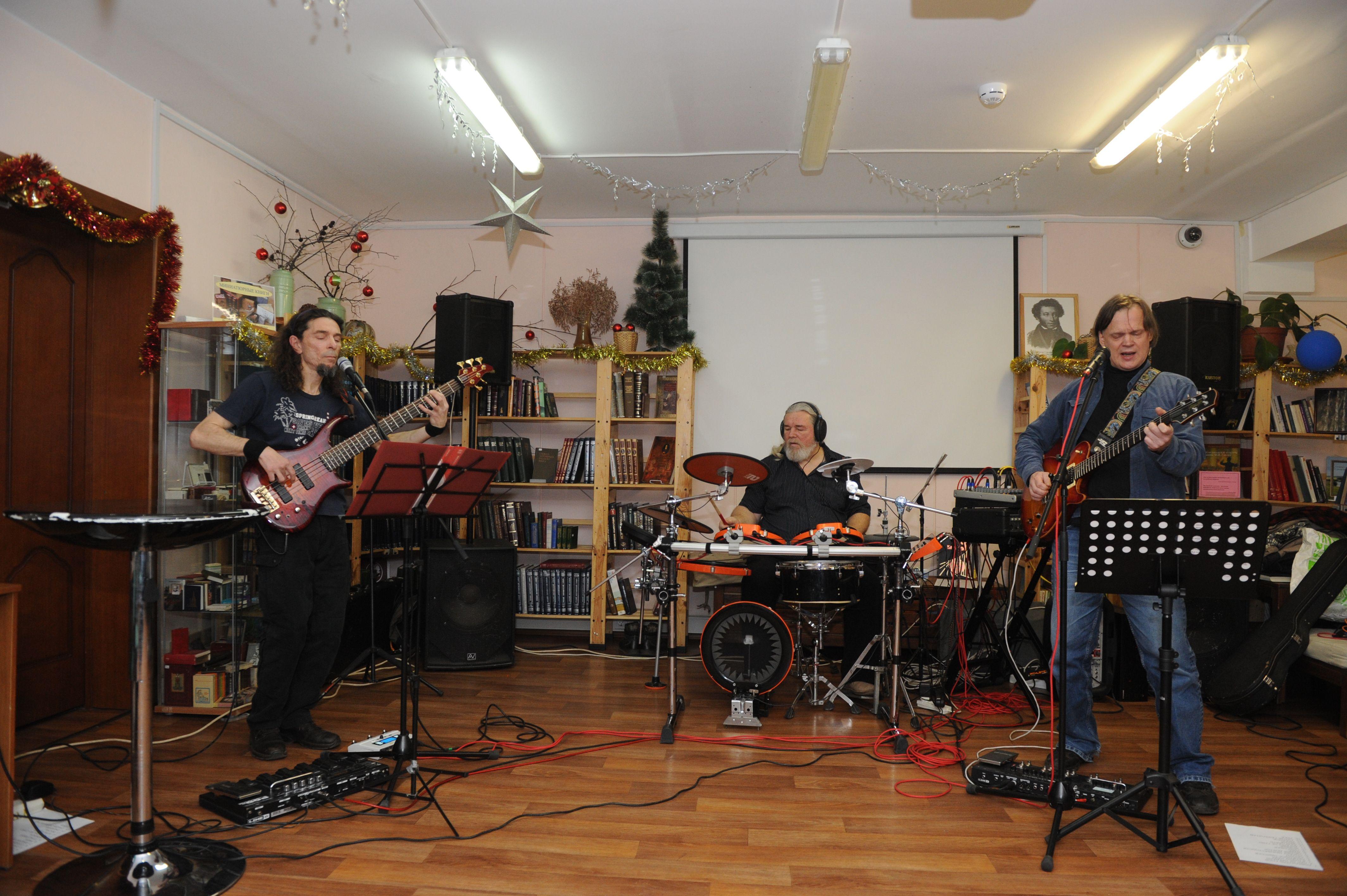 Жители Московского услышали новые композиции местной рок-группы