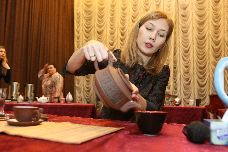 Жители Щербинки попробовали экзотические сорта чая
