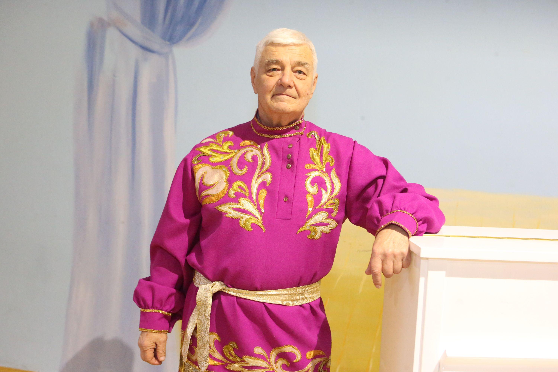 Николай Миков начал петь только на пенсии. Фото: Виктор Хабаров