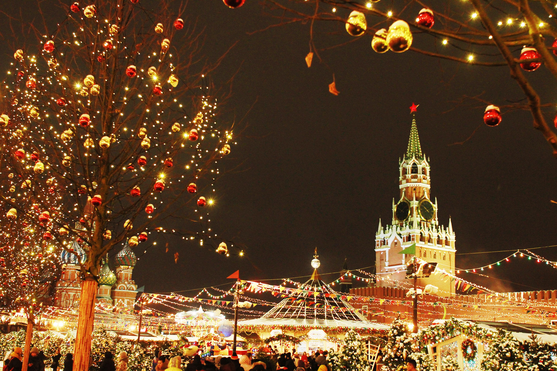 Москвичам пообещали новую волну тепла в новогоднюю ночь