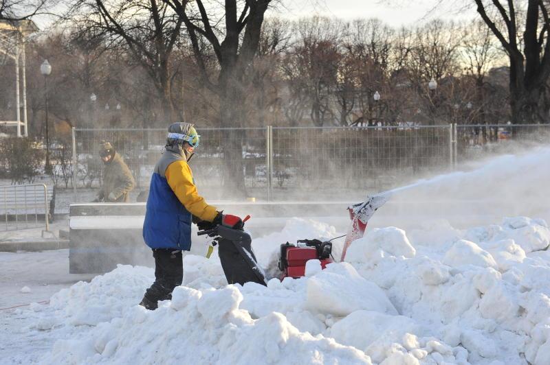 Московские власти объяснили происхождение снега на Тверской