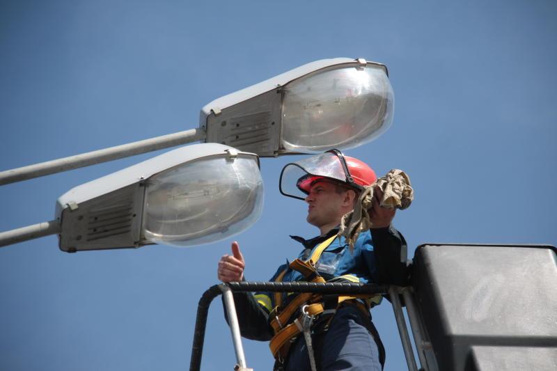 Опоры уличного освещения установили в Кленовском