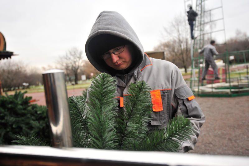 Новогоднюю ель установили в поселении Десеновское