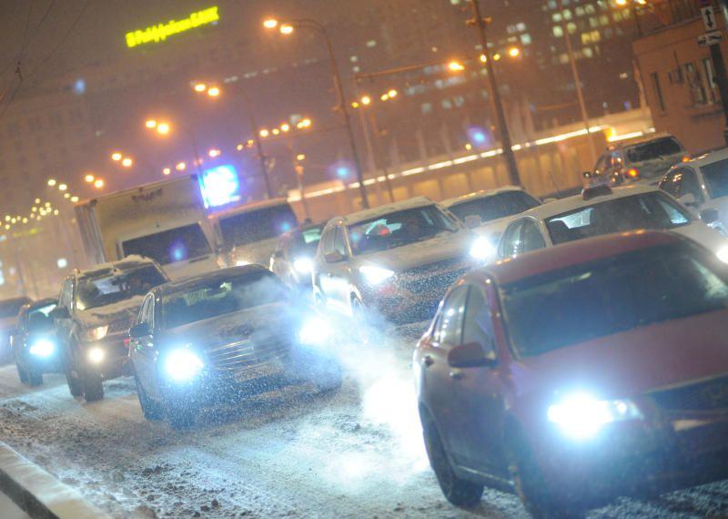 Московских водителей призвали быть осторожными вечером 27 декабря