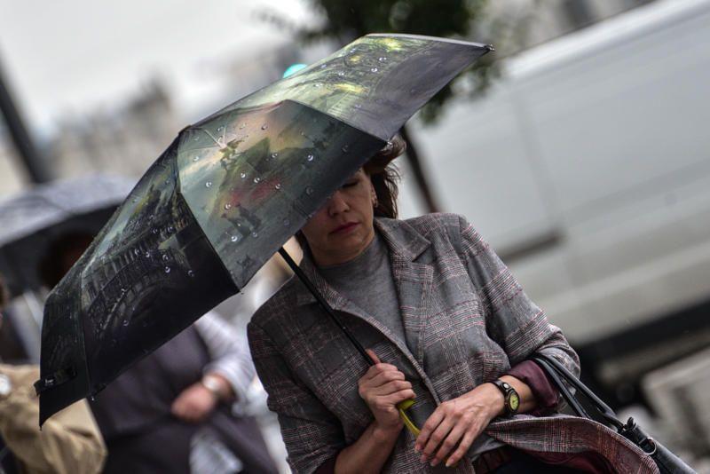 Сильный ветер сохранится в Москве до вечера