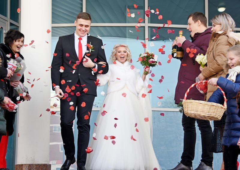 Канун Нового года — популярное время для свадеб. Фото: архив