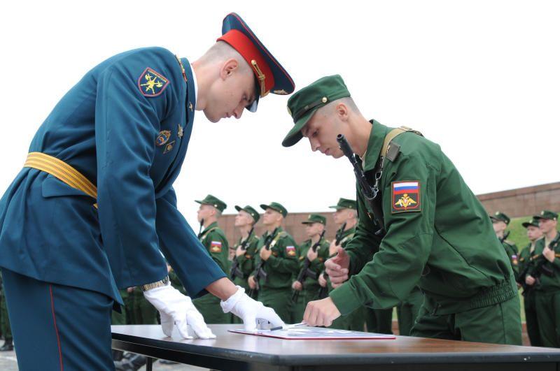 Почти 500 новобранцев Семеновского стрелкового полка приняли присягу