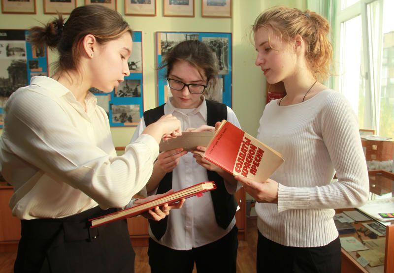 Презентацию «Герои былых времен» представили детям из Филимонковского