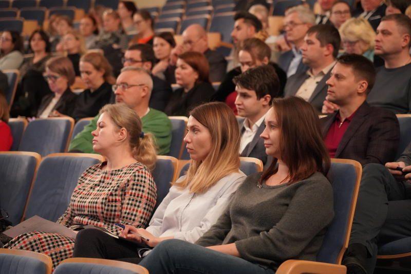 Человек-киборг прочитает лекцию на ассамблее «Здоровая Москва»