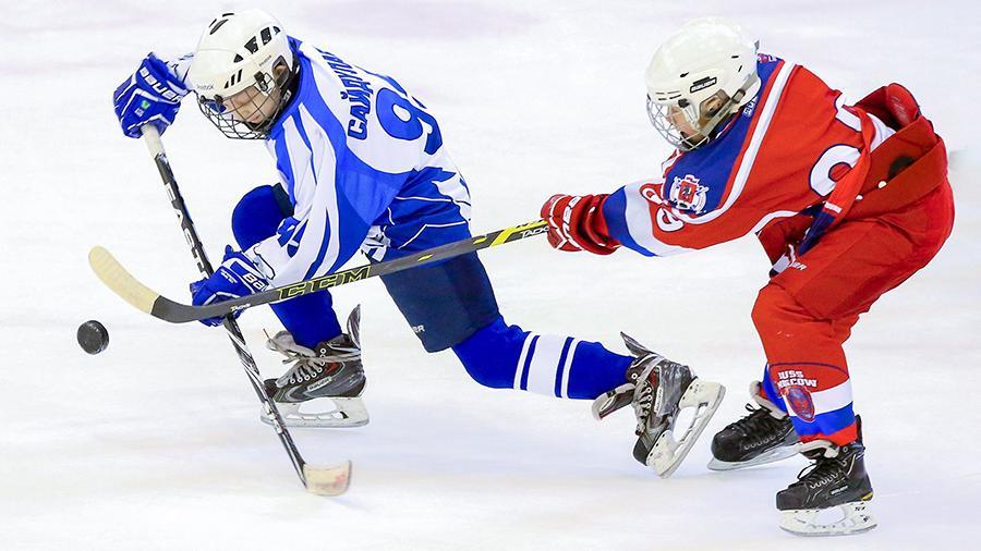 Спортсмены из Кленовского победили в хоккейном матче