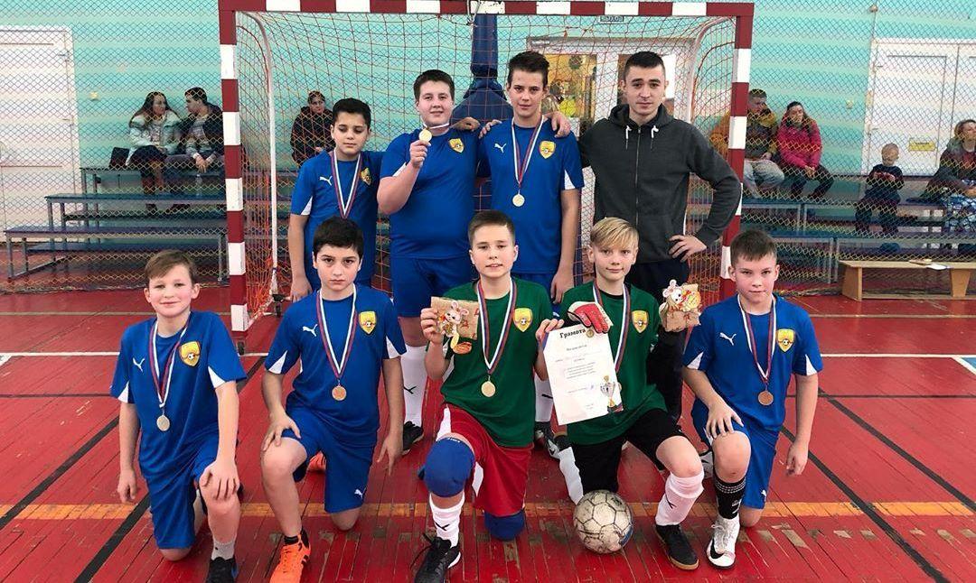Юноши из Краснопахорского одержали победу в турнире по мини-футболу