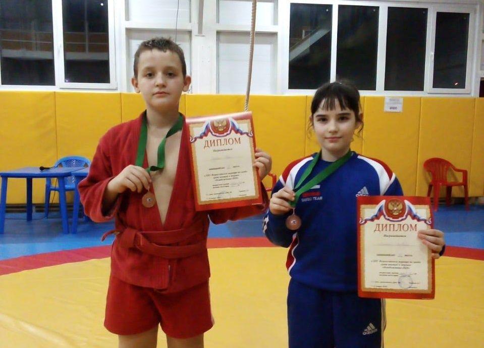 Бронзовыми призерами соревнований по самбо стали юные спортсмены из Роговского