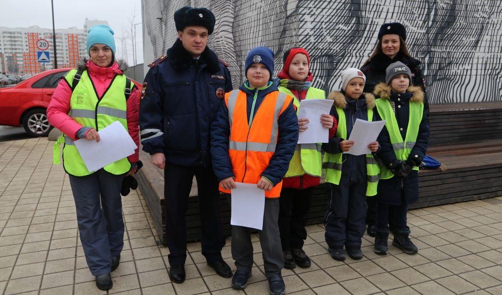 Акцию по безопасности дорожного движения провели в Десеновском
