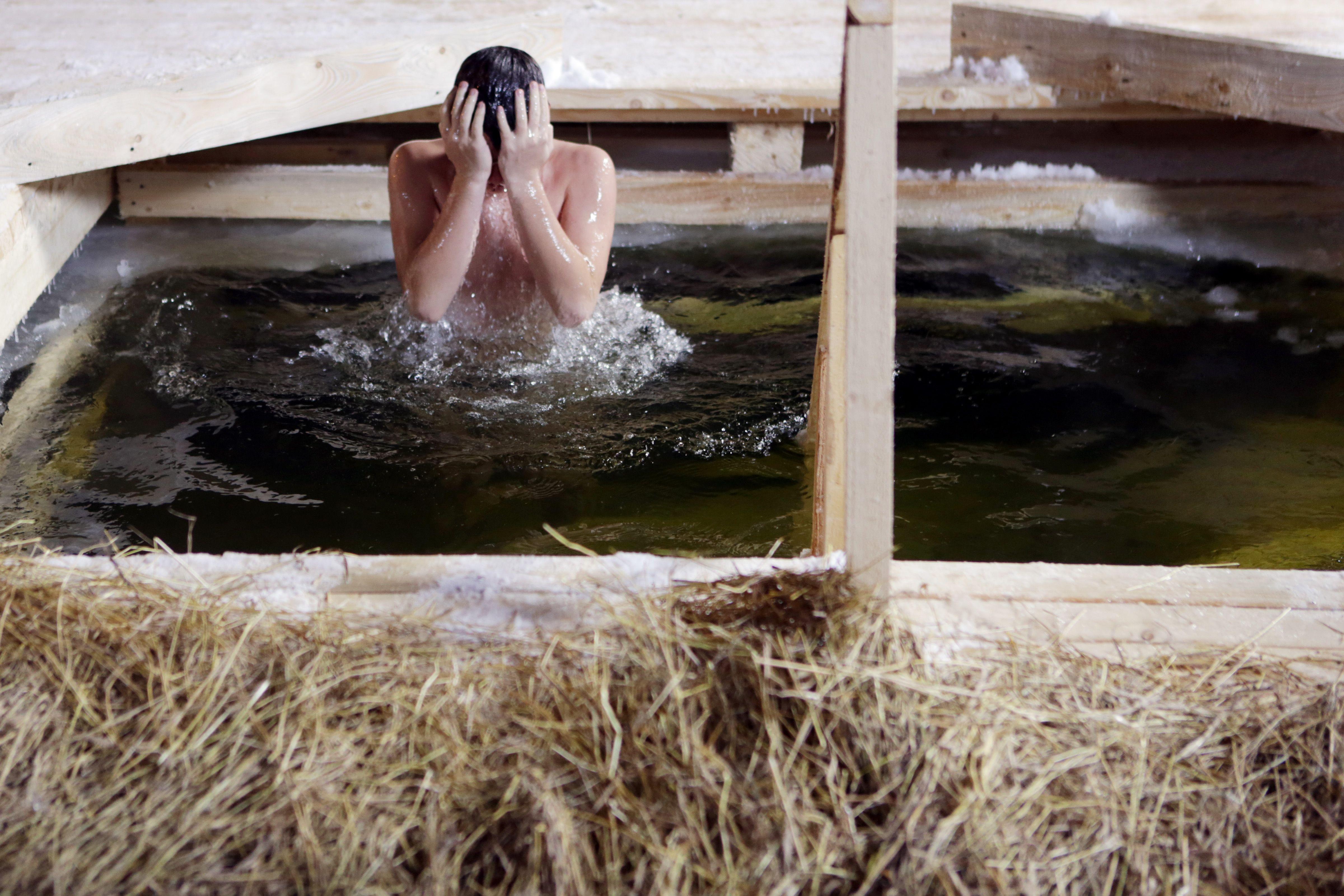 Более 35 тысяч горожан окунулись в крещенские купели