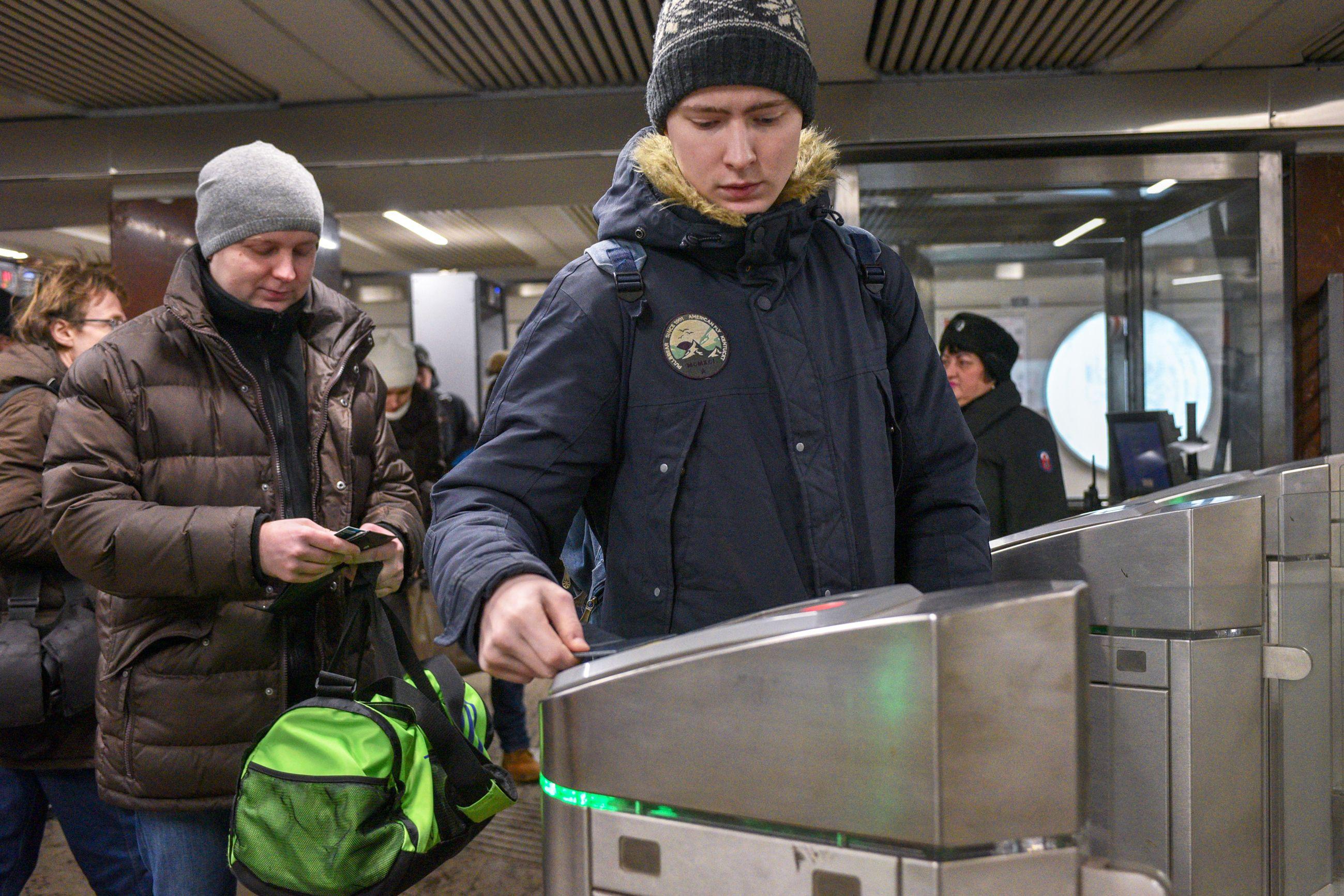 Московских водителей призвали воспользоваться метро и МЦК
