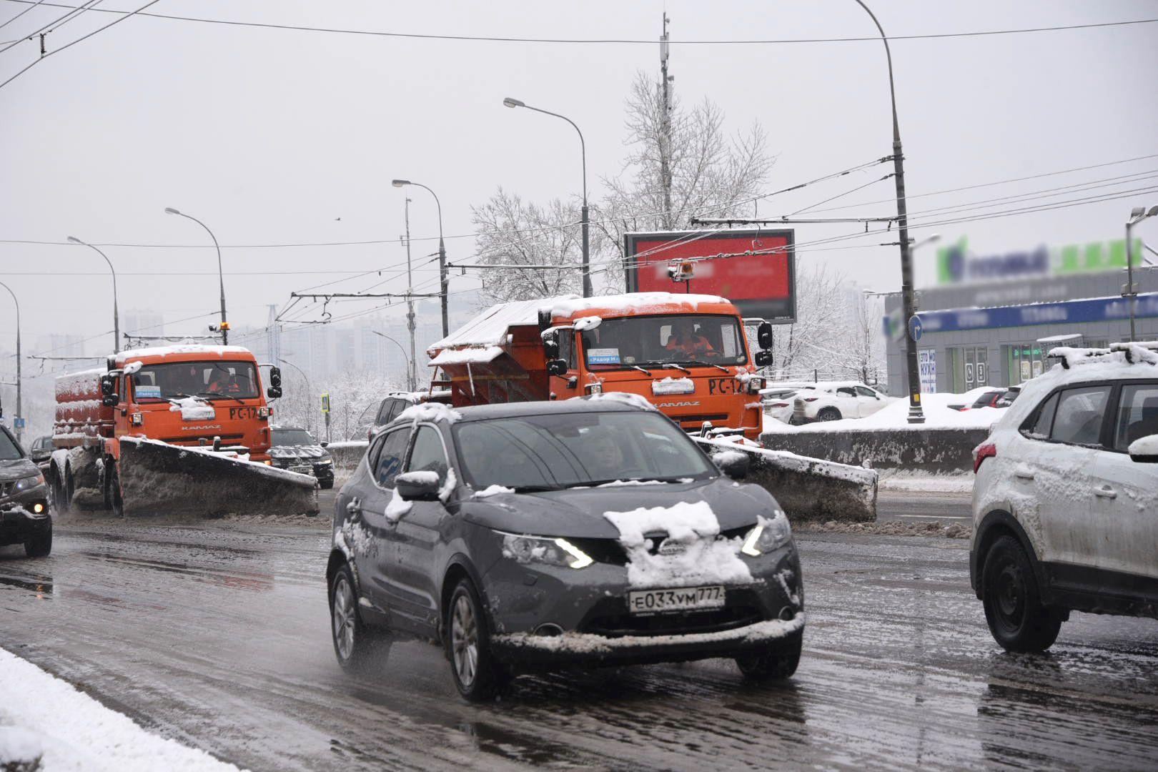 Водителей Новой Москвы пригласили в метро из-за снега