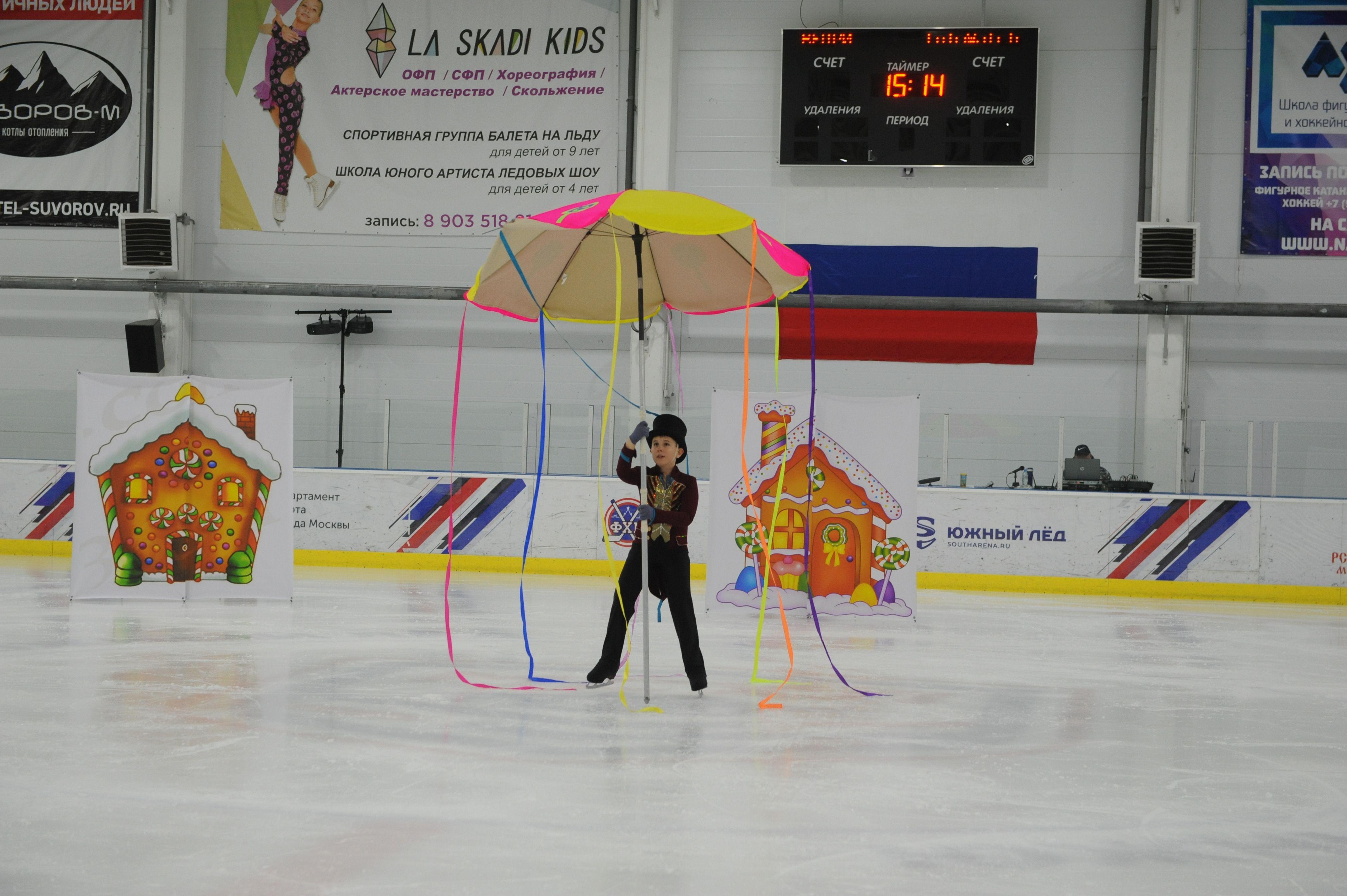 Марк Финкельбаум танцует сольную часть номера. Фото: Игорь Генералов