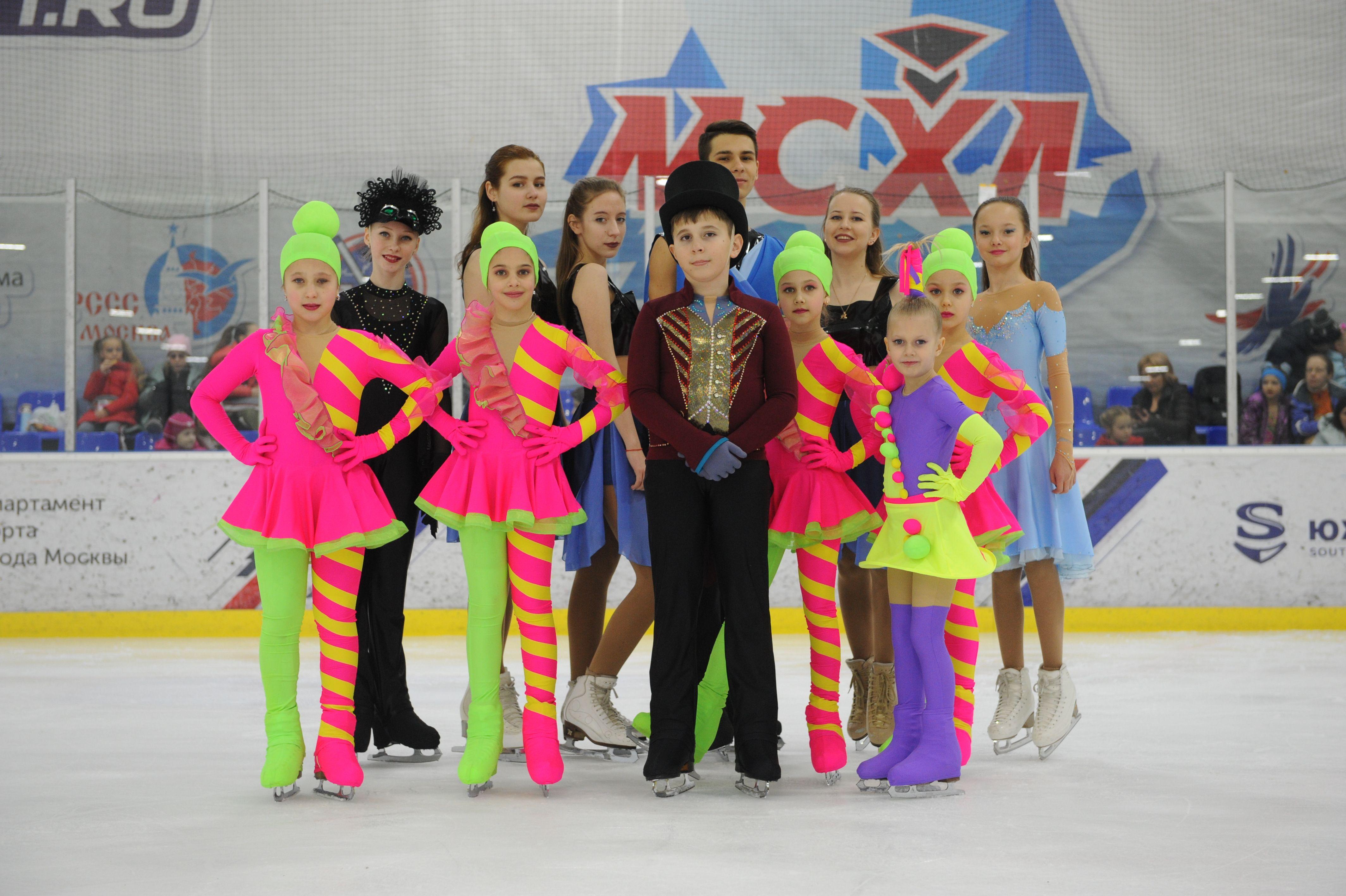 Балет на льду продемонстрировали танцевальные коллективы на соревнованиях в Щербинке