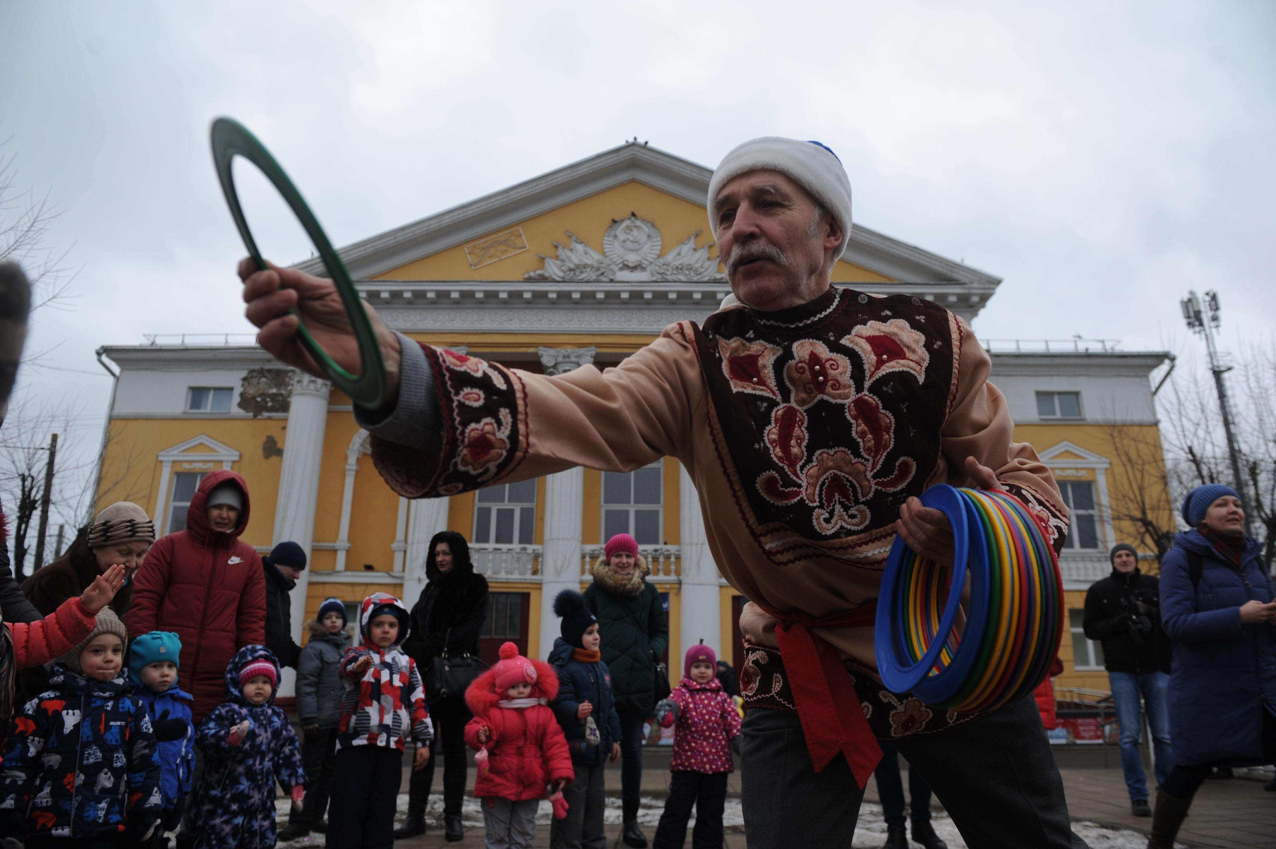 Веселый музыкальный праздник на свежем воздухе устроили для детей и их родителей