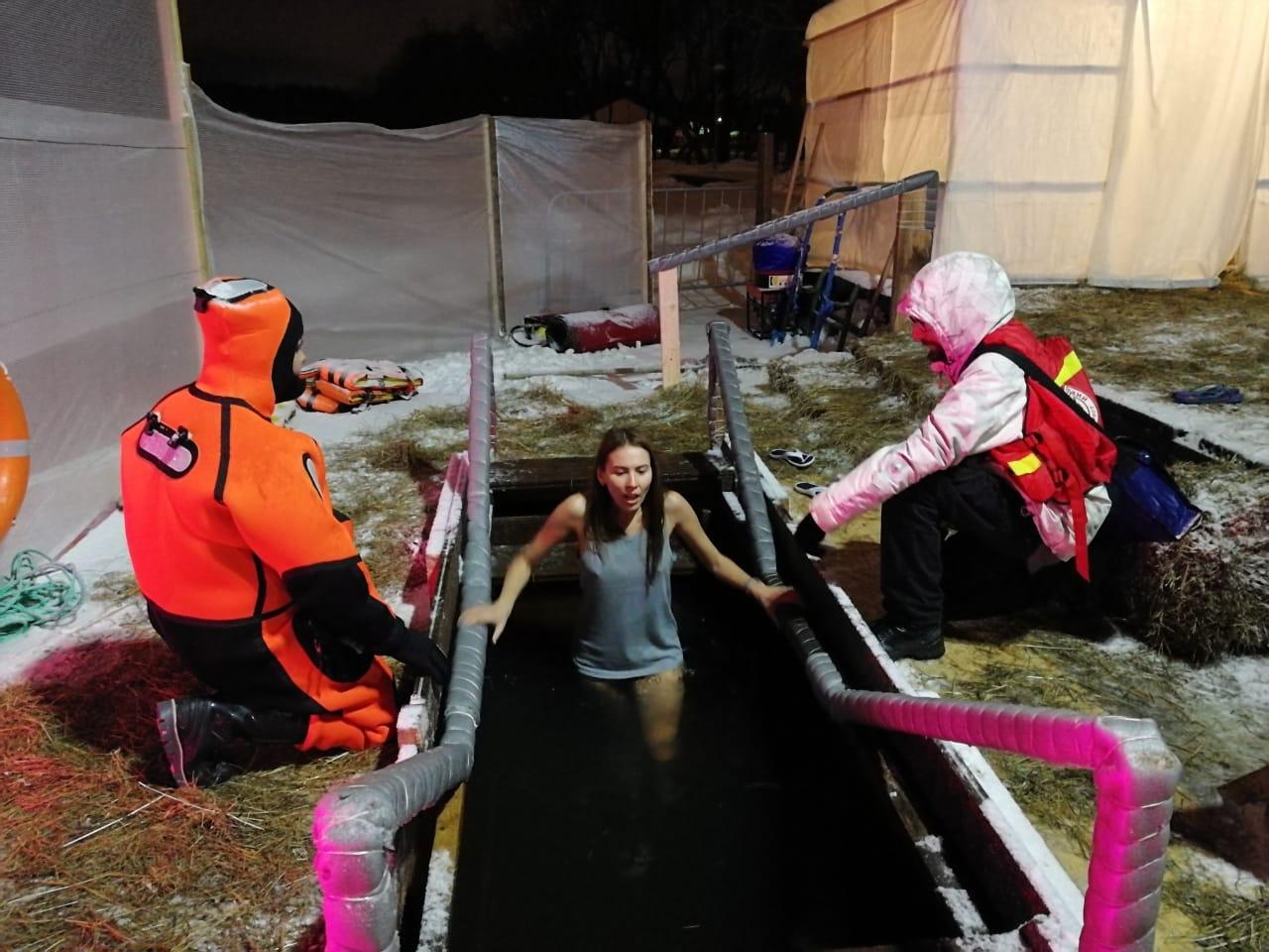 Безопасность во время Крещенских купаний на особом контроле московских спасателей