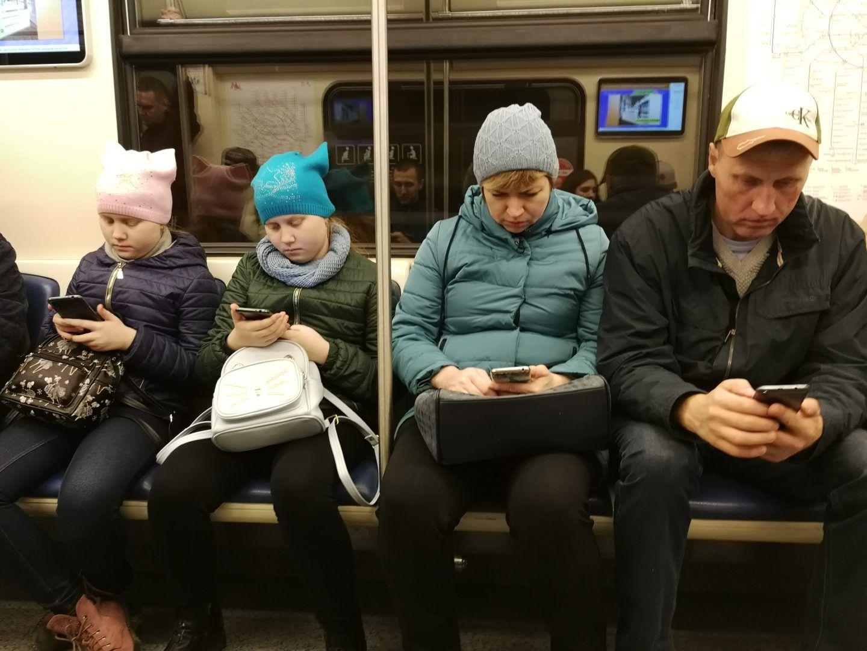 В среднем пассажиры подключаются к сети 2,3 миллиона раз в день. Фото: Элина Масимова, «ВечерняяМосква»