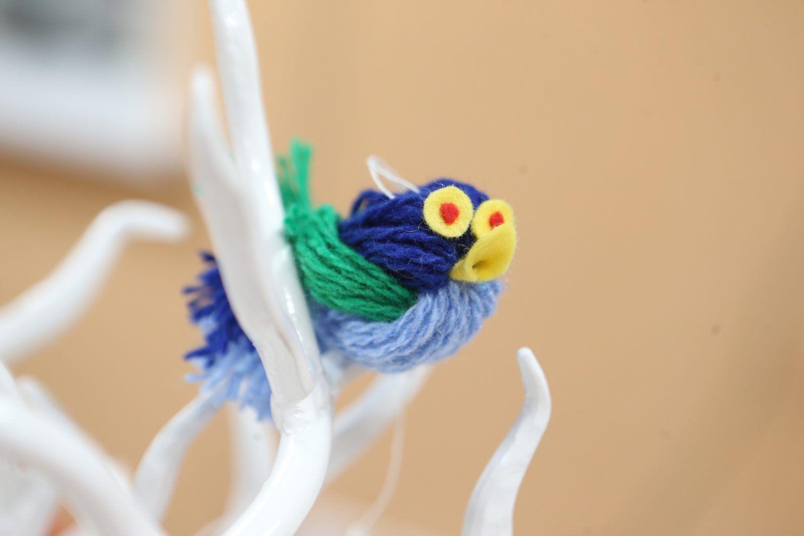 Таких птичек смастерили дети на занятии. Фото: Виктор Хабаров