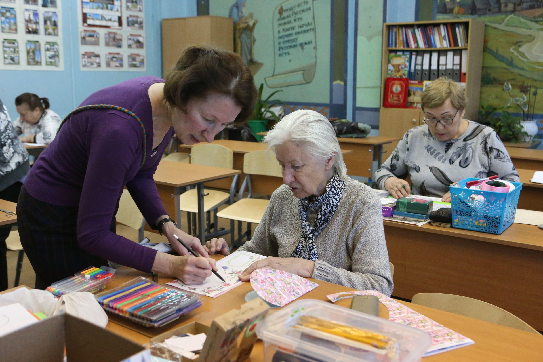 Бабушки пробуют новые техники рукоделия