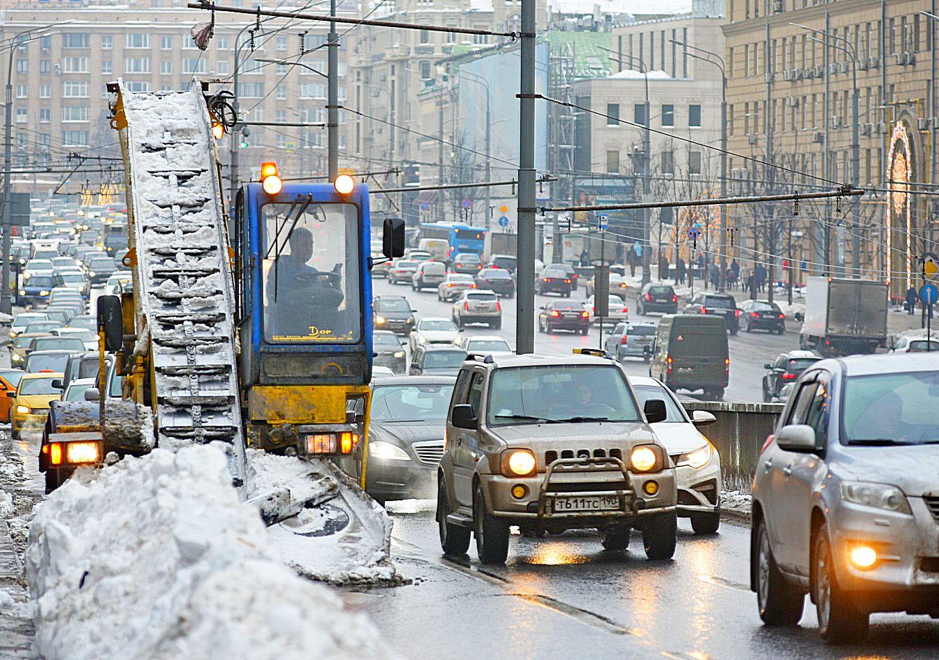 Популярность личного транспорта упала на треть в Москве