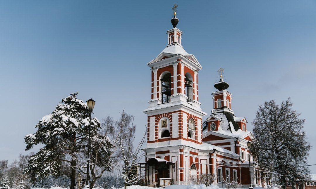Иконописцы завершили роспись алтаря храма в Первомайском