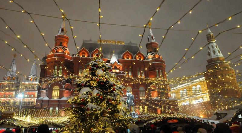 В дни зимних каникул по приглашению мэра столицу посетили дети из 17 регионов страны