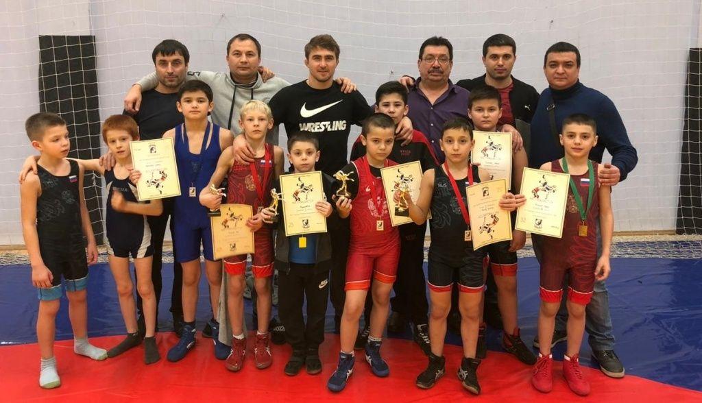 Спортсмены из Сосенского стали чемпионами турнира по вольной борьбе