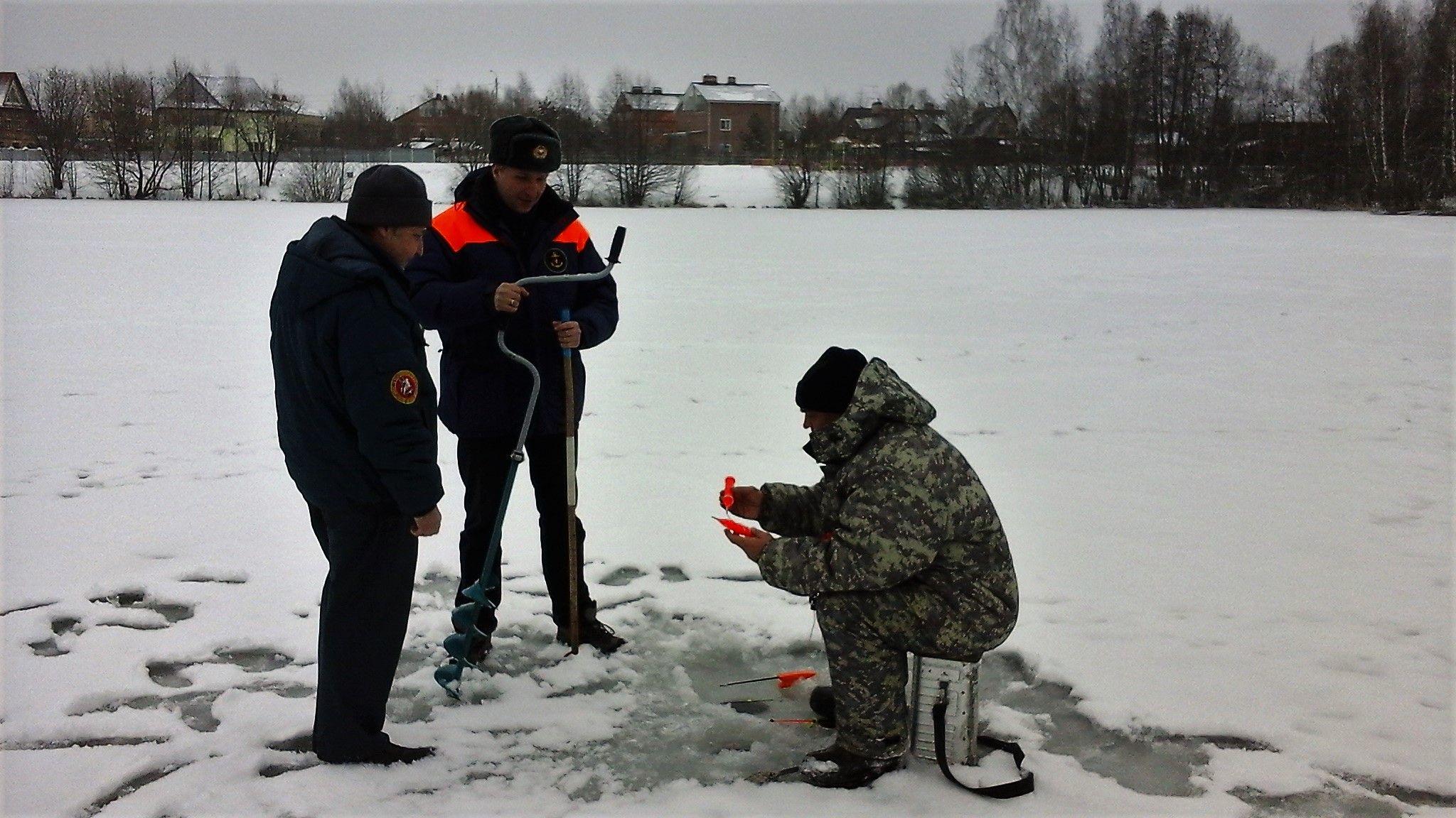 Московские спасатели призывают горожан и гостей столицы не выходить на непрочный лёд