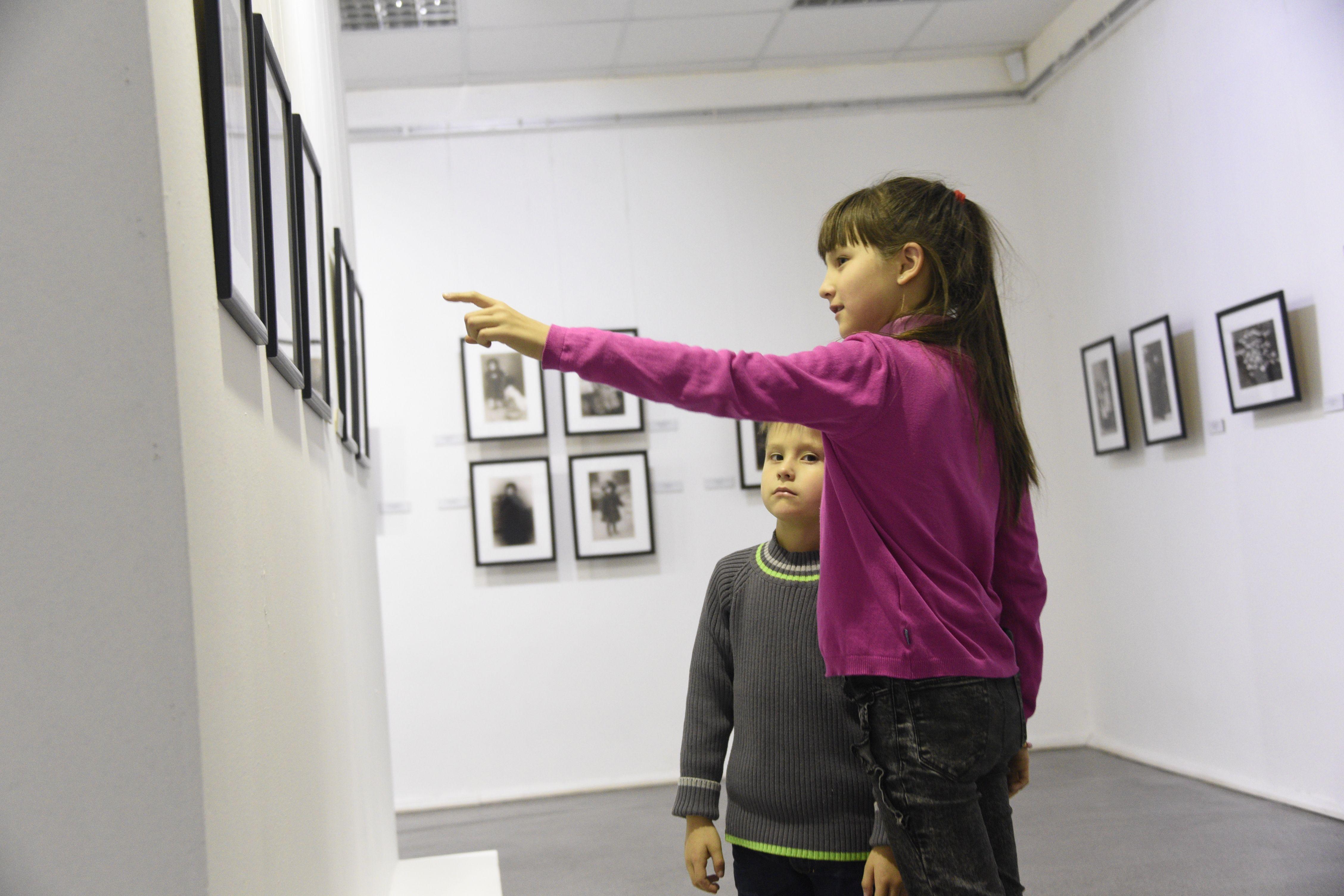 Выставка «50 женских портретов» откроется в Троицком Доме ученых