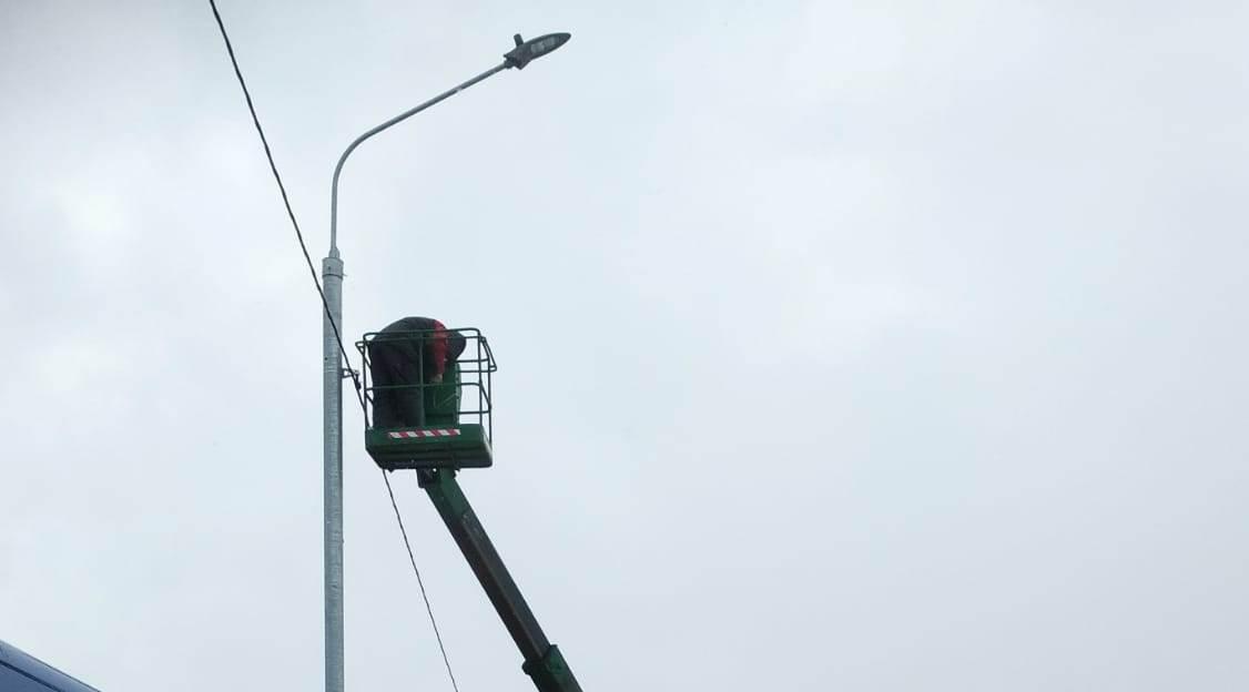 Специалисты уже осуществили монтаж 64 опор. Фото: предоставили сотрудники администрации поселения Краснопахорское