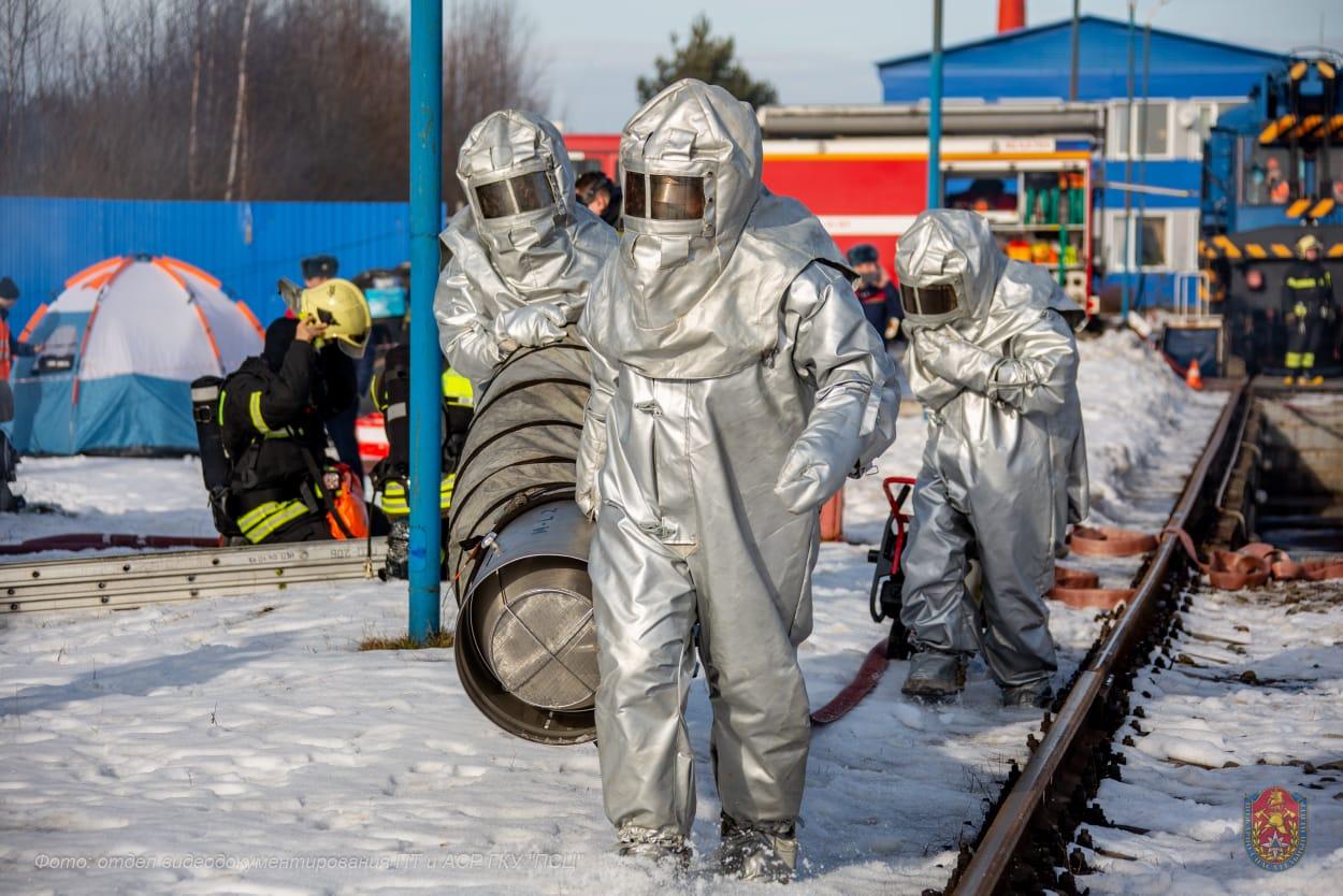 Спасти и ликвидировать: Учения московских пожарных и спасателей по ликвидации ЧС на станции «Бекасово-Центральное» Московской железной дороги