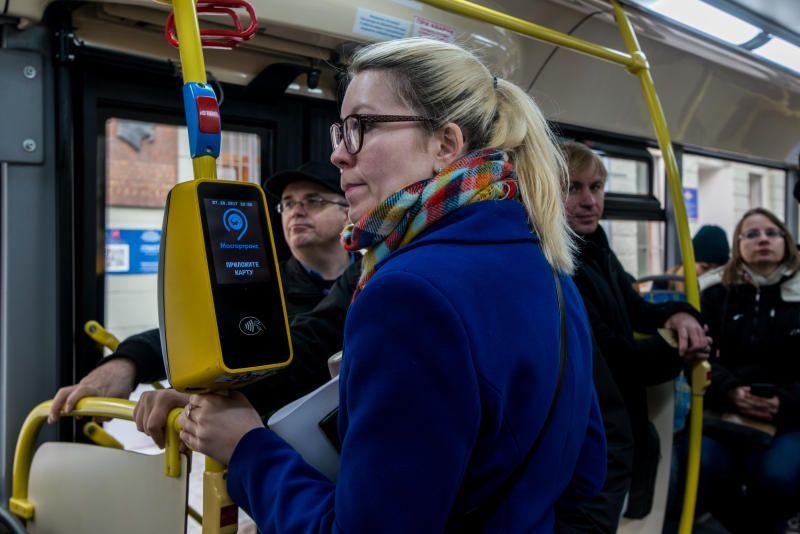 Более 60 тысяч поездок в день жители Москвы оплачивают банковскими картами