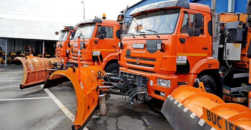 Более 20 тысяч единиц спецтехники расчищают улицы Москвы. Фото: Светлана Колоскова