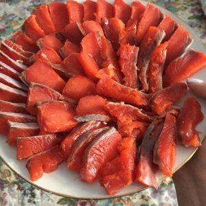 Для приготовления домашней малосольной рыбы подойдет любой вид лососевых. Фото: Алина Берестова