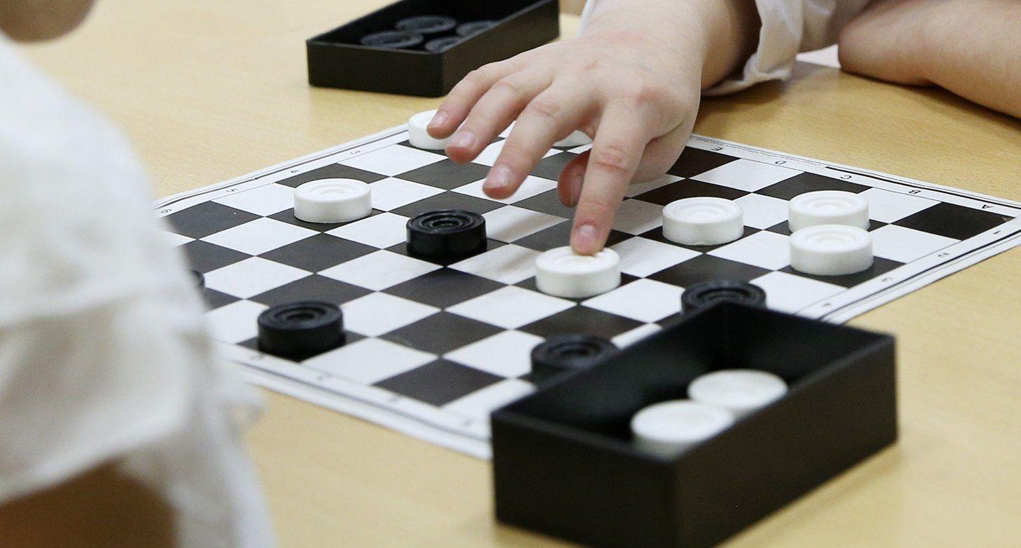 Житель Щаповского выступит на окружных состязаниях по шашкам